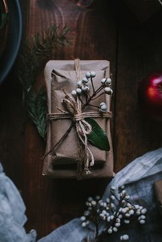 my scandinavian home: 5 Beautiful Gift Wrapping Ideas with a Natural Touch Creative Gift Wrapping, Present Wrapping, Creative Gifts, Wrapping Ideas, Elegant Gift Wrapping, Noel Christmas, Christmas Gifts, Christmas Decorations, Xmas