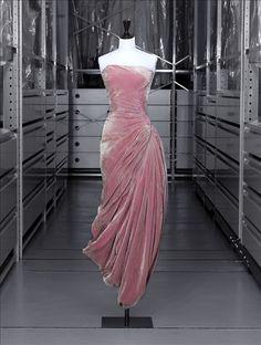 Robe du soir, 1956-57, Grès | Palais Galliera | Musée de la mode de la Ville de Paris