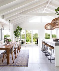 Dining Room Design Ideas For The Warmth Of Your Family - home design Style At Home, Home Interior, Kitchen Interior, Interior Modern, White House Interior, White Home Decor, Apartment Interior, Midcentury Modern, Interior Ideas