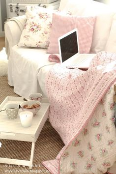 Relaxed #shabbychic lounge area with pretty #pink and #white pillows and blanket.