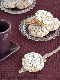 Ricciarelli – Italian Delicious Biscuits with Almonds – Candy Recipes, Sweet Recipes, Cookie Recipes, Snack Recipes, Dessert Recipes, Biscuit Cookies, Biscuit Recipe, Desserts With Biscuits, Sweet Cooking