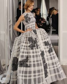 Silhouette n°39 / Printemps-Été 2012 / Collection / Haute Couture / Femme / Mode & Accessoires / Dior Site Officiel