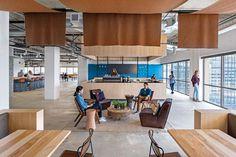 Una oficina con espacios abiertos y flexibles  Foto:Jasper Sanidad