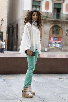 ¿Cómo combinar los pantalones de color?