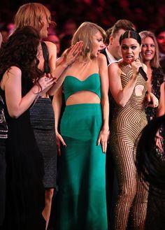 American Music Awards 2014 : Taylor Swift dancing at Jesse J performance.