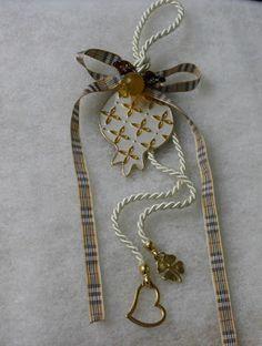 Ονειροποιείο: Το Ονειροποιείο γίνεται 6! Lucky Charm, Christmas Crafts, Charms, Projects To Try, Greek, Brooch, Jewelry, Xmas, Jewlery