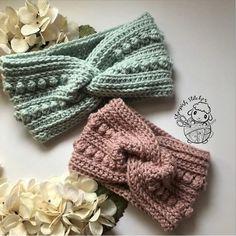 Bandeau Crochet, Crochet Headband Free, Crochet Headband Pattern, Crocheted Headbands, Crocheted Hats, Quick Crochet, Cute Crochet, Crochet Crafts, Crochet Projects To Sell