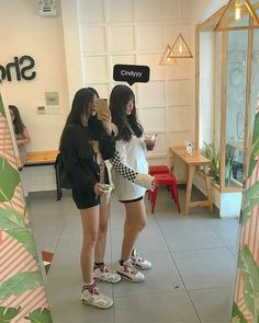 Korean Clothing Styles The Beige Blouse Couple Style, Girl Couple, Style Ulzzang, Ulzzang Girl, Cute Korean Girl, Asian Girl, Fun Photo, Tumblr Bff, Korean Best Friends