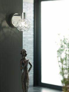 Bodové svítidlo v lesklém chromu oživí vaši domácnost. Součástí svítidla je zdroj, jedna halogenová žárovka s paticí G9. Svítidlo patří do stylu Contemporary Design od značky Massive. Massive Bodové svítidlo 55810/11/10