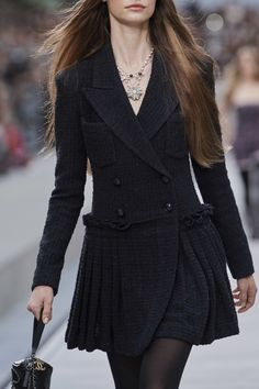 Chanel Spring 2020 Ready-to-Wear Fashion Show Chanel Spring 2020 Ready-to-Wear Collection - Vogue Ch Review Fashion, Fashion 2020, Look Fashion, Runway Fashion, High Fashion, Fashion Design, Paris Fashion, Chanel Fashion Show, Womens Fashion