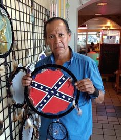 When cultural appropriation and racism collide. The look on his face is devastating. Native American Men, American Idiot, Cultural Appropriation, Confederate Flag, Faith In Humanity, Social Issues, Social Justice, My Images, In This World