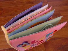 フェルトの仕掛け絵本 型紙完成 | shido-ricoのほほん子育て♪ハンドメイド日記 Busy Book, Handmade Felt, Children, Kids, Diy And Crafts, Zip Around Wallet, Preschool, Projects To Try, Baby