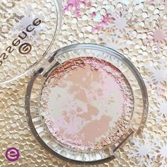 Get that perfect glow and leave that shine behind with our new Colour Correcting Mattifying Powder! How perfect is this marbled light compact?! And it blends perfectly with any skin tone! 😊 Get this gorgeous new powder in the link here: http://emakeup.love/2jd8Oo4 #fashion #vogue #fashionblog #bffgoals #gorgeous #goal #girl #photooftheday #beauty #nailart #instapic #instalike #instalove #streetstyle #outfit #style #stylish #ootd #adidasoutfits #webstagram #fashionblogger #blogger…