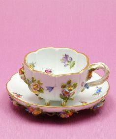 Meissen 1815-1924 ... pretty chinaware with 3D porcelain flowers attached