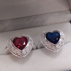 Anillos en plata esterlina 925 con circones brillantes y circon central en forma de corazon de Ganatiendas Afin Pedidos al WhatsApp 3108767168  #joyasplata #Colombia #Bogotá #Florencia #Colombia #Cúcuta #neiva #bucaramanga #cali #medellin #huila #cundinamarca #soacha #ejecafetero #sibaté #kennedy #colombialinda Cali, Heart Ring, Rings, Jewelry, Silver Jewellery, Heart Shapes, Silver Rings, Florence, Bucaramanga