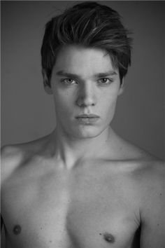 Young British actor Dominic Sherwood is set to play Christian Ozera in the Vampire Academy Movie