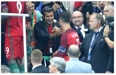 Luis Figo greets Cristiano Ronaldo of Portugal during the trophy ceremony of the UEFA Euro 2016 final between Portugal and France at… 2016 Pictures, Best Funny Pictures, Portugal Fc, Ronaldo Real Madrid, Uefa Euro 2016, Cristiano Ronaldo, Football Players, Finals, Legends