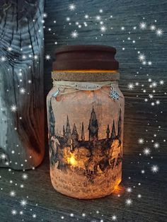 Handmade, Harry Potter Hogwarts Castle inspired light jar / night light with battery operated, wire fairy lights and charm. Charms of pictures vary, but they are always related to Harry Potter. Deco Noel Harry Potter, Harry Potter Light, Décoration Harry Potter, Harry Potter Thema, Classe Harry Potter, Always Harry Potter, Harry Potter Bedroom, Harry Potter Wedding, Harry Potter Birthday