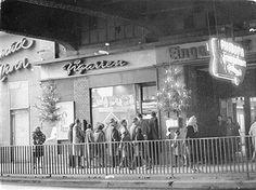 Sowjetischer Sektor Berlin - Käuferschlange vor einem Zigarrenladen am Bahnhof Friedrichstrasse 1961