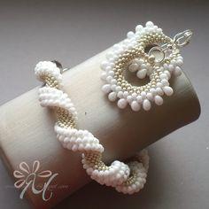 U Margaretki - flotte ørenringe og armbånd i hvidt og guld