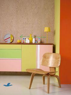 Pour le meuble, coloris Chamallow, Vert Pomme, Vert Frisson, au mur coloris Orange Sanguine, 19,95 euros le pot de 0,5L, Dulux Valentine.