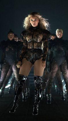 Beyoncé Looks ( - Beyoncé - - Beyoncé Looks ( – Beyoncé – - Beyonce Knowles Carter, Beyonce And Jay Z, 4 Beyonce, Beyonce Braids, Divas, Destiny's Child, Britney Spears, Celebrity Travel, Celebrity Couples