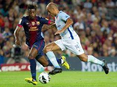 Com as lesões de Pique e Puyol, Song formou a dupla de zaga com Mascherano  Foto: EFE