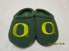 OREGON DUCKS KIDS SLIPPERS SIZE 9/10  CHILDRENS SLIPPERS  #OregonDucks