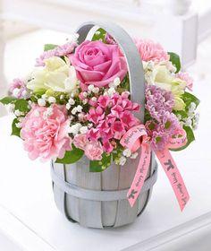 Den matek Petite Basket £ z Interflora Basket Flower Arrangements, Beautiful Flower Arrangements, Flower Centerpieces, Floral Arrangements, Beautiful Bouquet Of Flowers, Pink Flowers, Paper Flowers, Beautiful Flowers, Grave Flowers