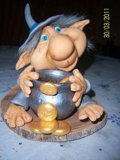 Resultado de imagen para duendes en porcelana fria Troll Dolls, Fairy Dolls, Needle Felted Animals, Felt Animals, Hobbit, Biscuit, Polymer Clay Christmas, Clay Figurine, Unusual Art