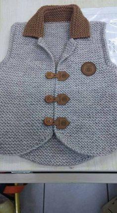 Crochet baby boy vest Ideas for 2019 Baby Boy Knitting, Knitting For Kids, Baby Knitting Patterns, Knitting Designs, Crochet Patterns, Cardigan Bebe, Baby Cardigan, Baby Boy Vest, Baby Boys