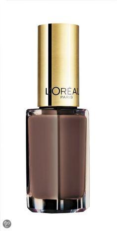 De Loreal Paris Color Riche Lady Chocolate 110 nagellak is shockproof, geeft 3 keer zoveel glans en blijft tot 10 dagen zitten. De nagellak heeft een intense kleur met lang houdend glanseffect.