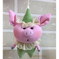 Ёлочное украшение поросёнок Шалун Felt Mobile, Sock Toys, Cute Piggies, Year Of The Pig, Hacks Diy, Sewing For Kids, Cake Toppers, Diy And Crafts, Applique