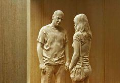 Feitas à mão, as estátuas de madeira do artista italiano Peter Demetz são impressionantes de tão realistas.