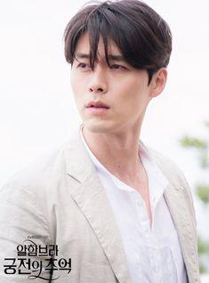 Hyun Bin in the series Memories of the Alhambra Hyun Bin, Kim Bum, Asian Actors, Korean Actors, Secret Garden Korean, Joo Won, Korean Drama Movies, Korean Dramas, Park Shin Hye