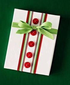 Add a personal touch to Christmas gifts for friends and family with our simple Christmas gift-wrapping ideas. Start with our quick and clever ways to jazz up a Christmas gift, from turning family photos into gift wrap to ador/ Xmas Cards, Holiday Cards, Holiday Gifts, Creative Gift Wrapping, Creative Gifts, Wrapping Ideas, Wrapping Gifts, Christmas Gift Wrapping, Christmas Crafts
