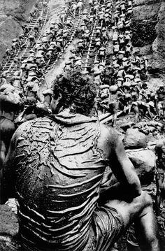'Cast of Thousands',par Sebastião Salgado, Serra Pelada gold mine, Brasil, 1986