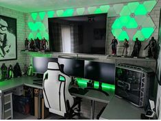 Looking for a cool gaming setup? Check out these Epic 25 Gaming Setups Gaming Desk Setup, Best Gaming Setup, Pc Setup, Office Setup, Computer Gaming Room, Computer Workstation, Gaming Rooms, Computer Setup, Deco Gamer