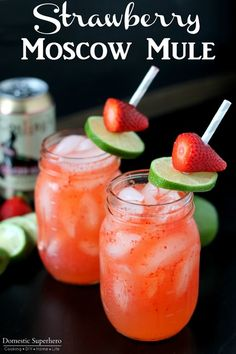 Strawberry Moscow Mules- a spin on traditional Moscow Mules: Ginger Beer, Lime, Vodka, & Strawberries make the perfect combination for this warm weather drink! Strawberry Moscow Mules- a spin on traditional Moscow Mules: Ginger Beer, Lim Party Drinks, Cocktail Drinks, Fun Drinks, Cocktail Recipes, Beverages, Drink Recipes, Beste Cocktails, Moscow Mule Recipe, Gastronomia