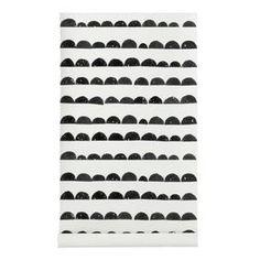 Het Half Moon behang van Ferm Living is gedrukt op WallSmart (non-woven vlies). WallSmart behang is een nieuwe generatie van vliesbehang dat veel makkelijker en sneller te behangen is. Natuurlijk is dit behang niet alleen praktisch gezien een aanwinst voor het interieur.
