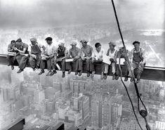 Almuerzo en lo alto de un rascacielos por Desconocido