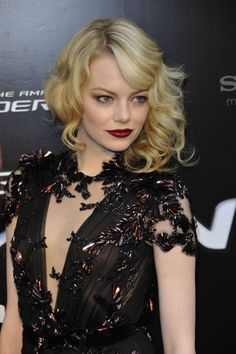 Emma Stone rocking the pale beauty. goth chic with lace always has me excited. so feminine but dark. (will remember to get black lace dress asap! ha )