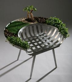 Like the planter idea.  I so would have played with my matchbox cars on this chair and my dolls too when I was a kid!!!