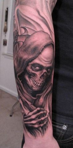 Tatouage avant-bras faucheuse sinistre