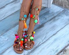 Schlüpfen Sie in handwerklichen Sandalen handgemachte