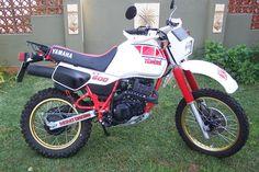 Enduro Motorcycle, Motorcycle Style, Yamaha Xt 600, Old School Motorcycles, Dirt Bikes, Cool Bikes, Motorbikes, Wheels, Paris