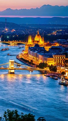 Beautiful river in the city wallpaper Most Beautiful Cities, Beautiful Places To Visit, Beautiful Buildings, Barcelona City, City Wallpaper, City Aesthetic, Night City, Solo Travel, Places To Travel