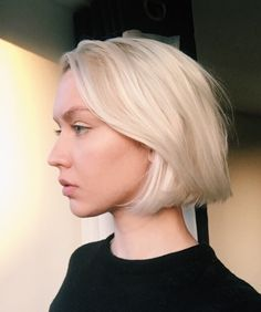 Top 36 Short Blonde Hair Ideas for a Chic Look in 2019 - Style My Hairs Short Hair Cuts, Short Hair Styles, Short Bob Hair, Blunt Bob Haircuts, Blunt Bob Cuts, Short Textured Haircuts, Short Blunt Bob, Textured Bob, Blonde Bob Hairstyles