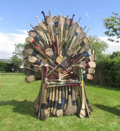 The Hurling Throne of victory! so cool to see this significant investment of t… Der Hurling-Thron des Sieges! … so cool, diese bedeutende Investition von Zeit nur mit Hurlern zu sehen.