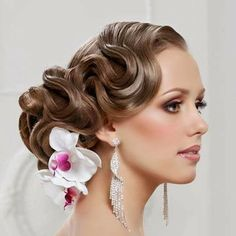 Another bridal post from me,this time its about the top bridal updo hairstyles.These bridal updo hairstyles though seem 2015 Hairstyles, Creative Hairstyles, Vintage Hairstyles, Wedding Hairstyles, Beautiful Hairstyles, Long Bridal Hair, Bridal Hair Updo, Wedding Updo, Wedding Gowns